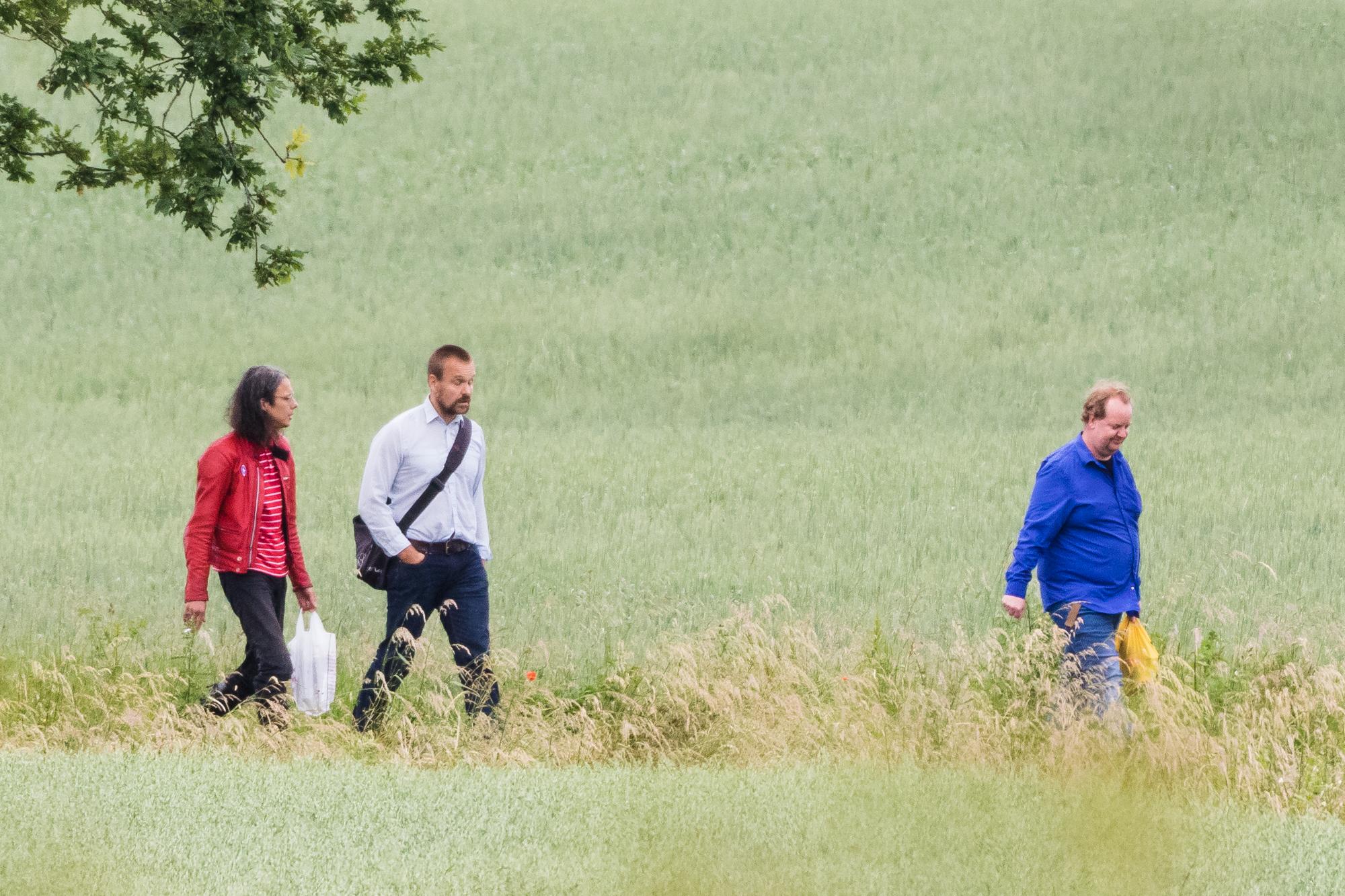 I rød jakke ses den svenske nazist Dan Park, i selskab med to andre deltagere, ankomme til årets udgave af Folkefesten. (Foto: Researchkollektivet Redox)