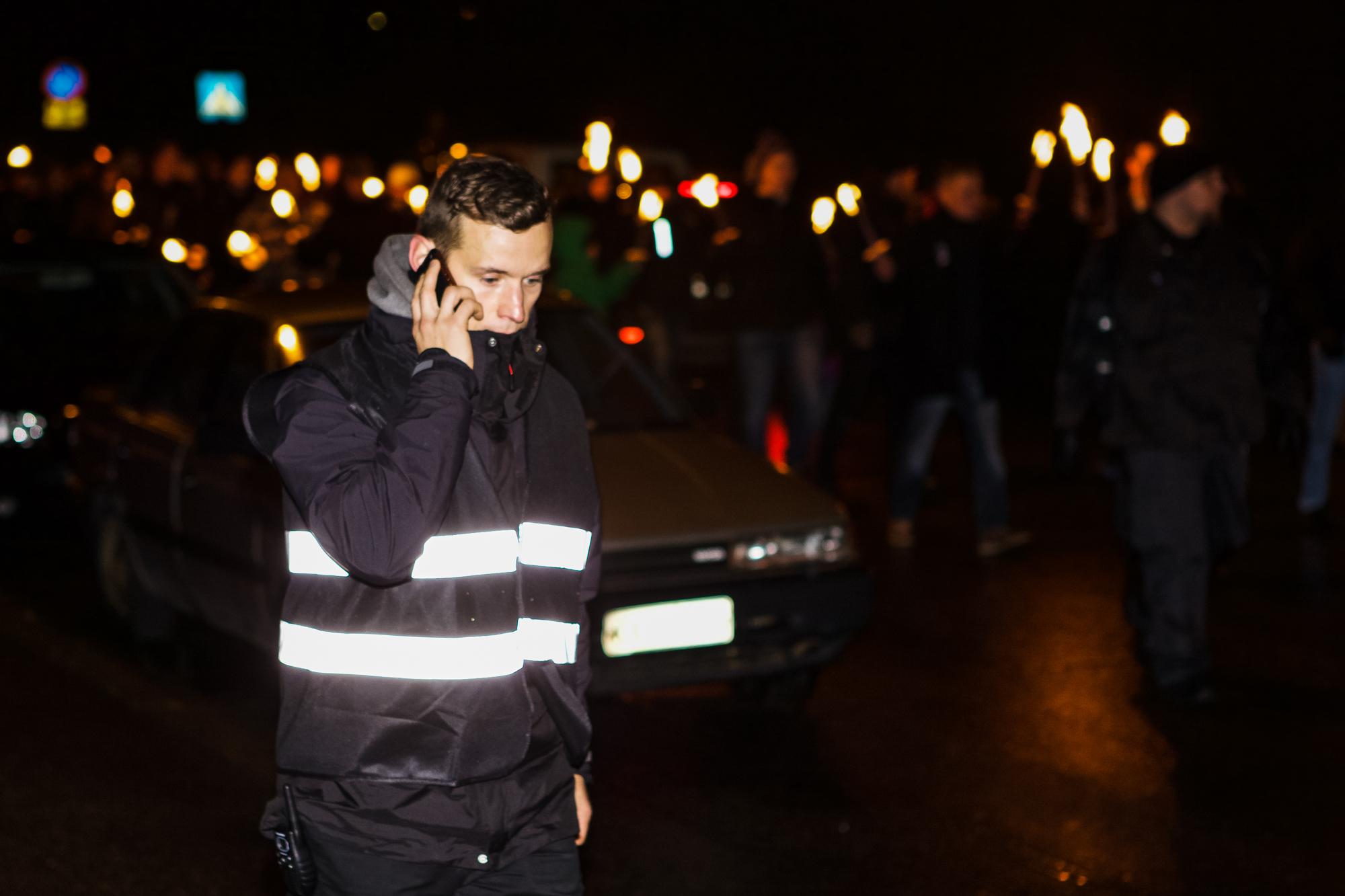 En af de centrale FMR-aktivister, Ali Kaurila, ses her ved 612-marchen, på den finske uafhængighedsdag, i 2014, hvor FMR udgjorde marchens sikkerhedshold. Foto: Finnish research collective Kaivuri.