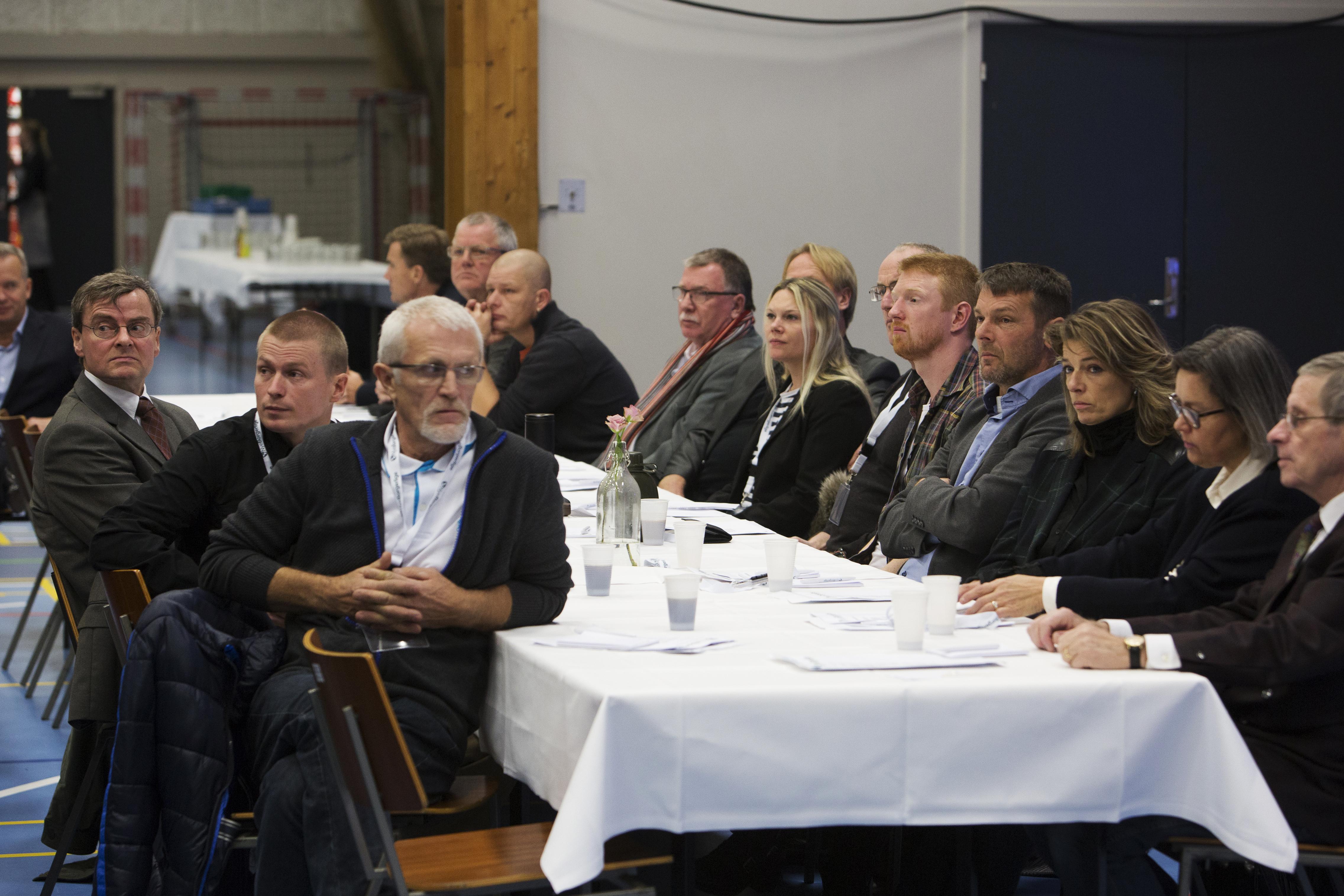 Søren Lind Jensen ses her (yderst til venstre) ved Nye Borgerliges årsmøde i 2016. Foto: Researchkollektivet Redox.