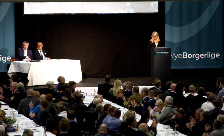 Pernille Vermund på talerstolen ved Nye Borgerliges landsmøde i 2016. (Foto: Redox)