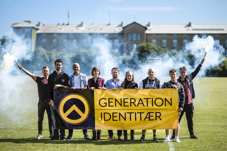 I midten ses to af de centrale aarhusianske aktivister James Hewitt (i ternet skjorte) og Nicola Strandgaard (i sort). Foto: Kristoffer Trolle, Creative Commons.