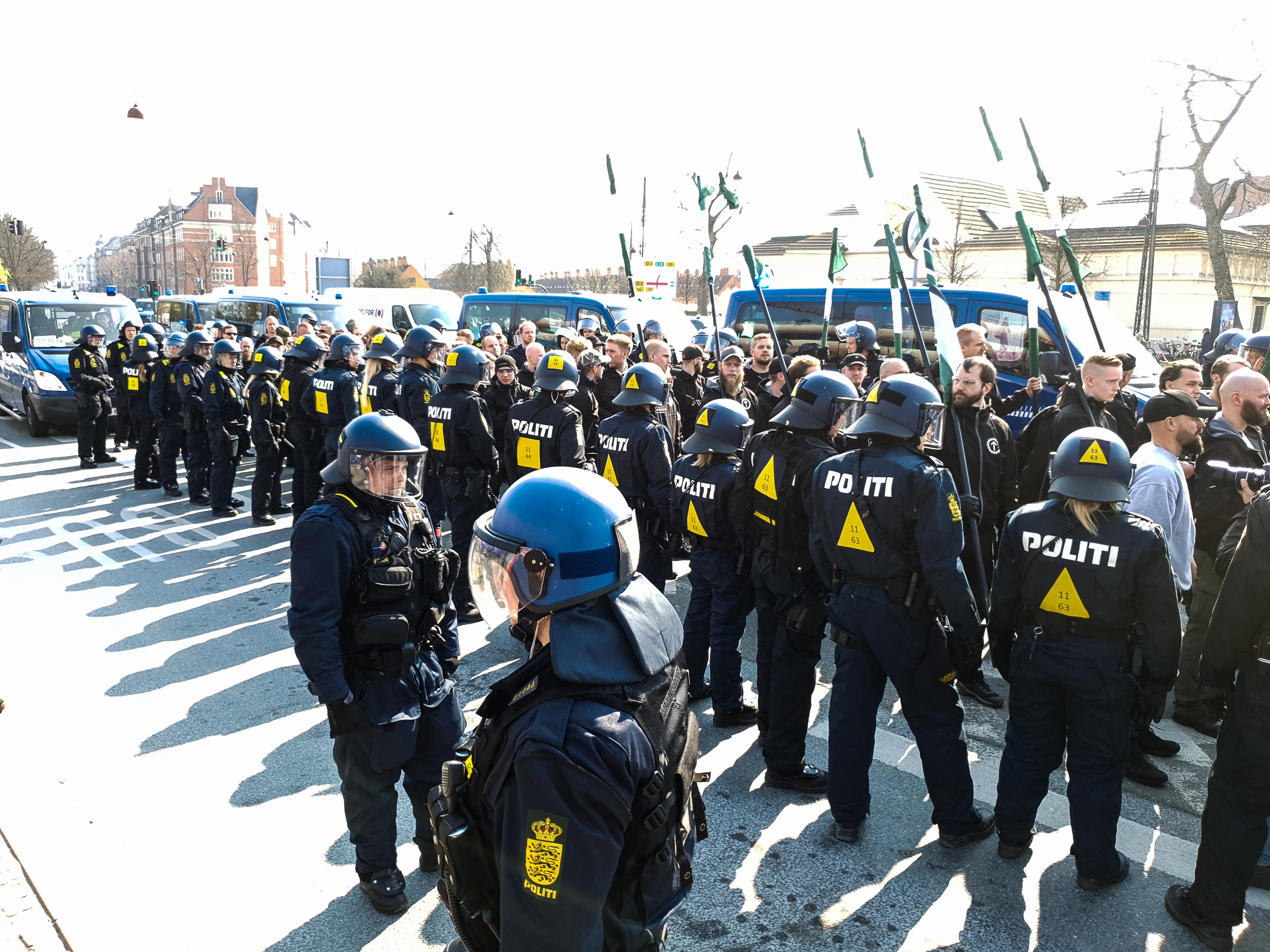 Organisationens største aktivitet i Danmark hidtil. Omkring 90 nazister, primært fra Sverige, marcherer i det centrale København. Foto: Privat.