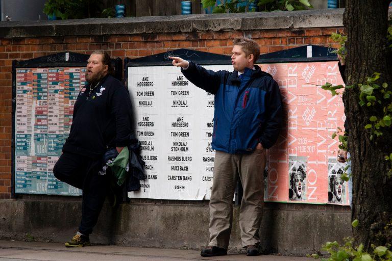 Jens Beck Madsen ses her til venstre, med sit KEKistan-flag i hånden, ved Rasmus Paludans demonstration på Nørrebro den 31. maj 2017. Foto: Redox.