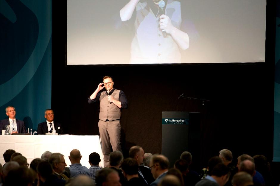 Nye Borgerliges spidskandidat i Østjylland, Lars Boje Mathiesen, ses her tale ved partiets årsmøde i 2016. Foto: Redox.