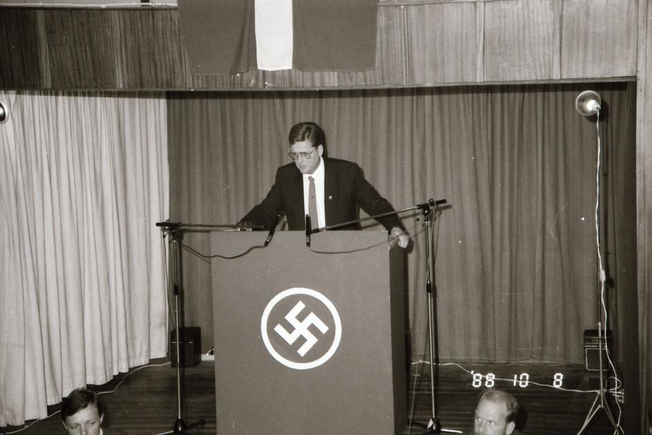 Povl Heinrich Riis-Knudsen ses her tale ved DNSBs landsmøde i 1988. Foto: Privat.