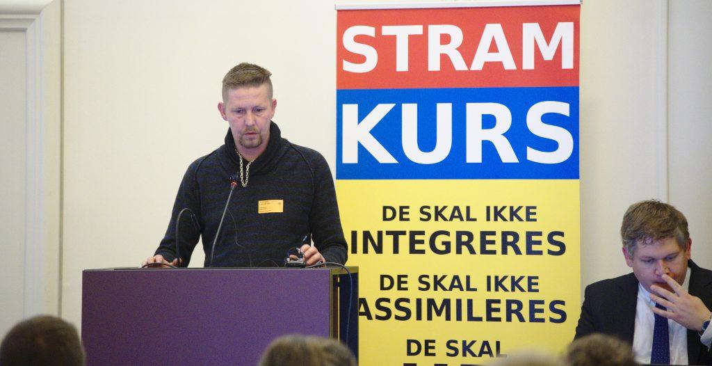 Dion Øland Hansen fik halvandet års fængsel for at skyde mod tre mænd. Alligevel er han velkommen i Stram Kurs, siger Rasmus Paludan. De to ses her ved partiets rigskongres i november sidste år.