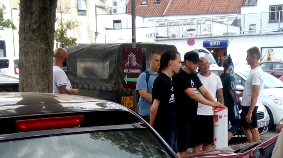 I juli 2018 gennemførte NMR en løbeseddelsuddeling i Kolding, men blev mødt med protester fra lokale. Jesper Rosendahl Gregersen var blandt deltagerne. Foto: Privat.