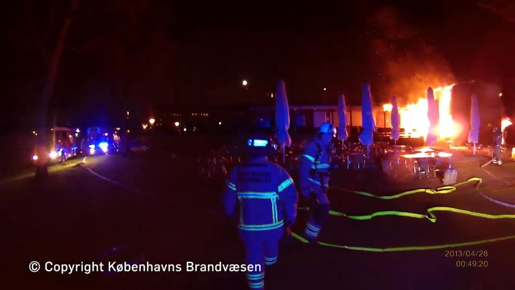 Der gik mere end syv år efter den påsatte brand raserede Frihedsmuseet i 2013 før det nye museum slog dørene op. Foto: Københavns Brandvæsen.