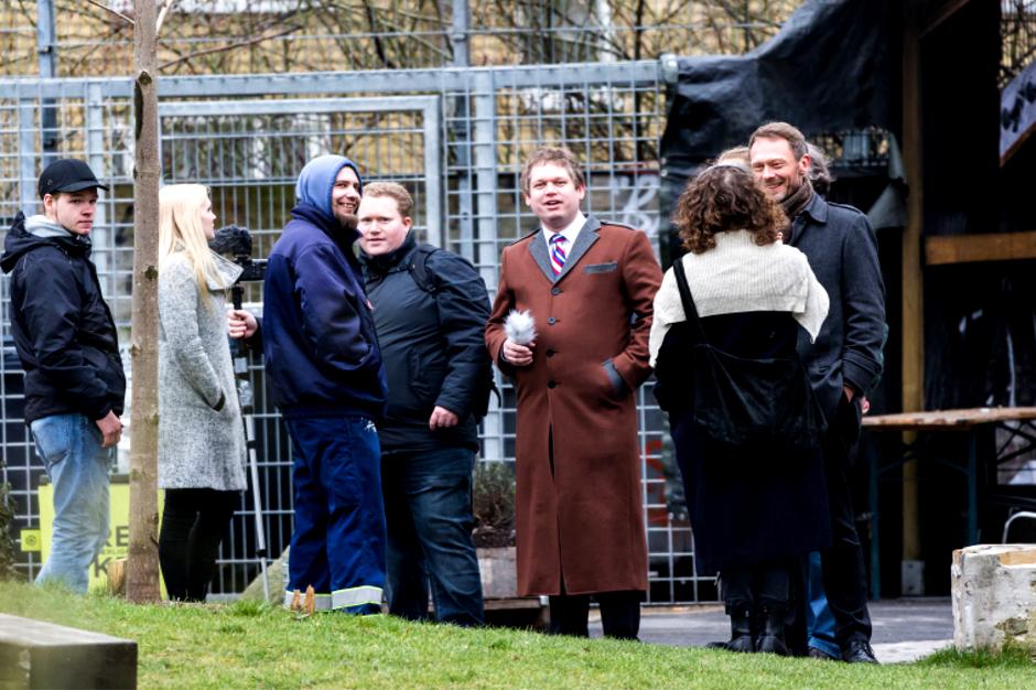 Jesper Hassel Hansen (med blå hætte) sammen med Rasmus Paludan til demonstration foran Folkets Hus i marts 2017. Foto: Redox.