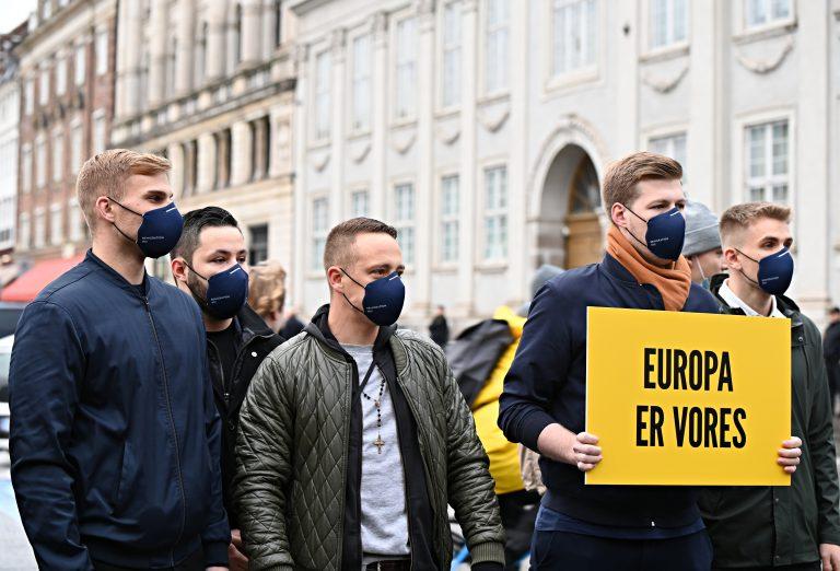 I oktober 2020 protesterede Generation Identitær mod Hizb-ut Tahirs demonstration ved den franske ambasade på Kongens Nytorv i København. Foto: Redox.