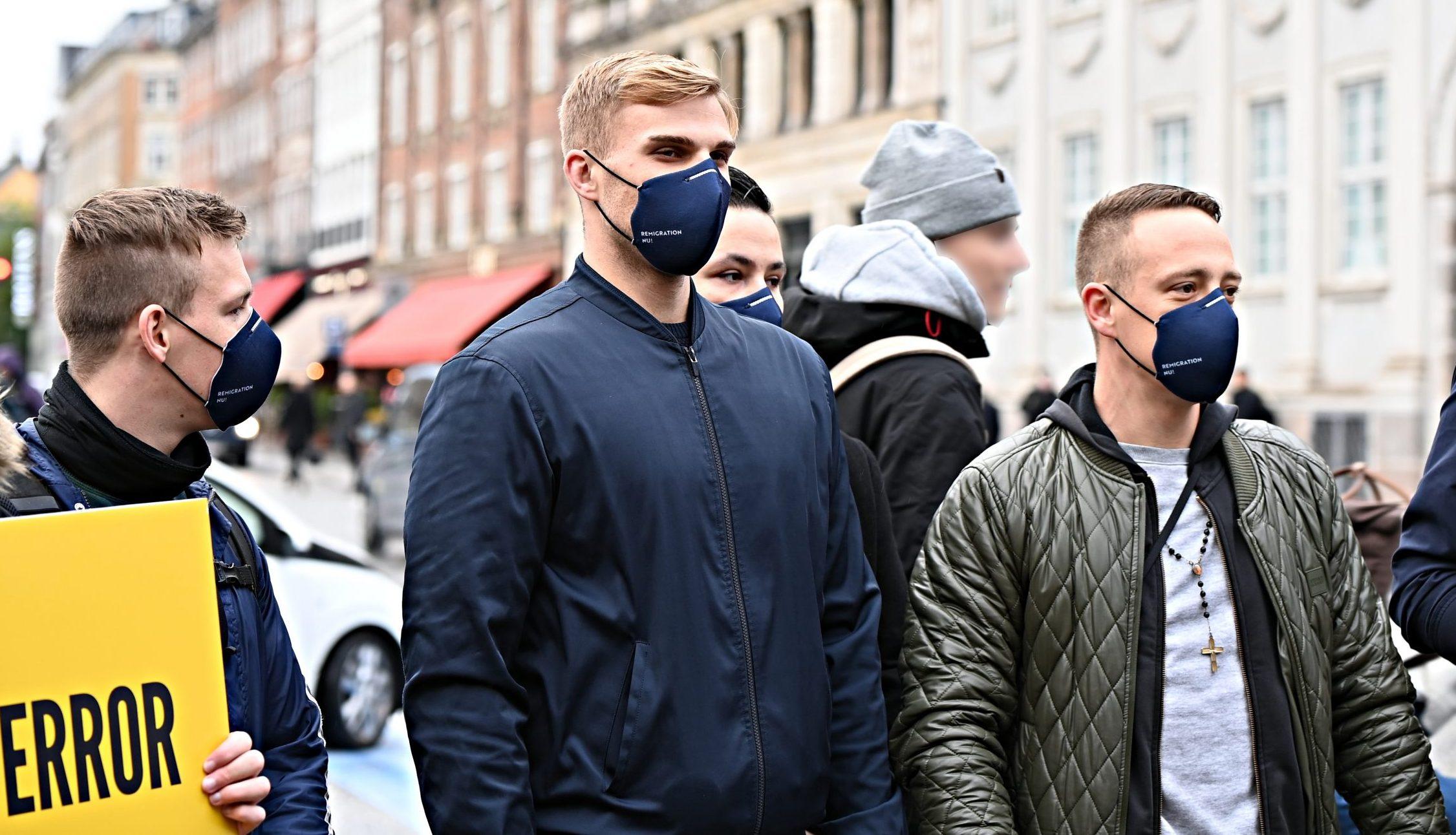 Fra højre ses Generation Identitær-medlemmerne Sebastian Nielsen, Daniel Nordentoft, Morten Christensen og talsmanden Frederik Rye Skov på Kongens Nytorv i oktober.