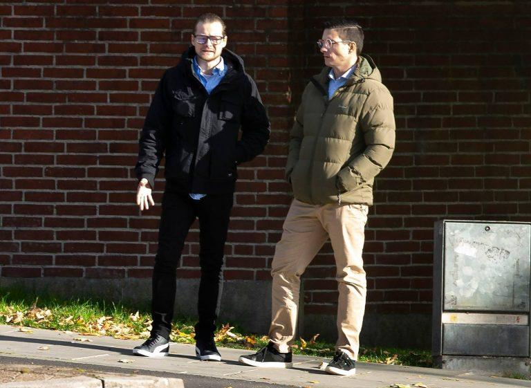 Søren Lau Kjeldal (tv) og Jacob Vullum Andersen (th) ses her i Randers i forbindelse med retssagen i oktober. Foto: Redox.