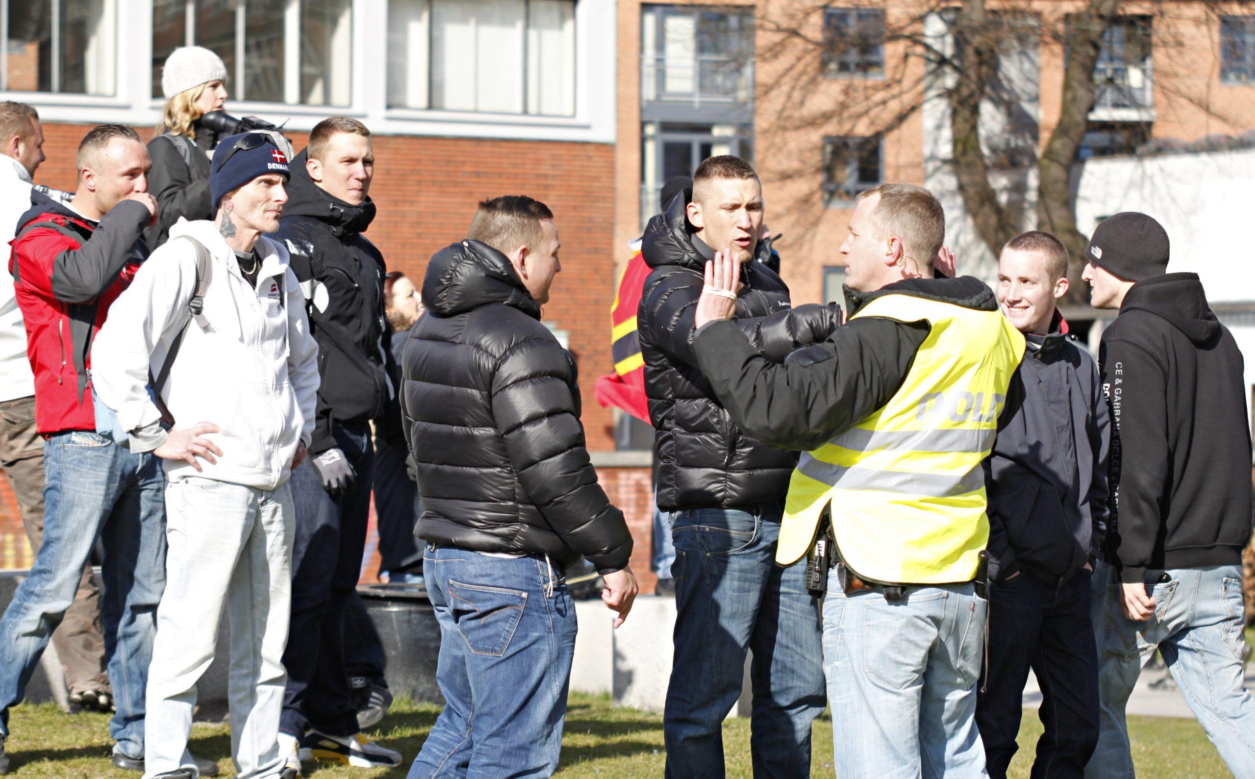 Gruppen, der senere blev kendt som Rightwings, ses her i konflikt med politiet under English Defence Leagues demonstration i Århus i marts 2012. Foto: Redox